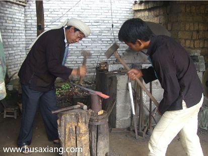 阿昌族户撒刀的锻制技艺: 柔可绕指, 削铁如泥